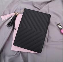 Envío libre case para el nuevo ipad 2017, cuero de la pu y material de la pc de 9.7 pulgadas tablet case smart cover para ipad a1822 con borlas colgantes