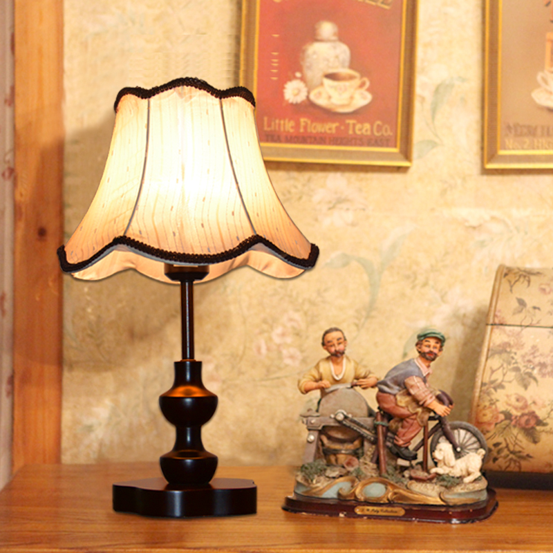 Modern Chinese style wood retro table lamp Pastoral fabric decoration Bedroom study bedside work light