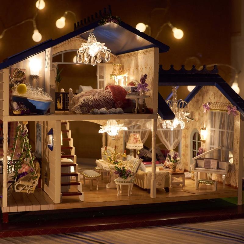Oyuncaklar ve Hobi Ürünleri'ten Oyuncak Bebek Evleri'de DIY Modeli Bebek Evi Minyatür Dollhouse Mobilyaları LED 3D Ahşap Ev Oyuncaklar Çocuklar Için El Yapımı El Sanatları A032 # E'da  Grup 1