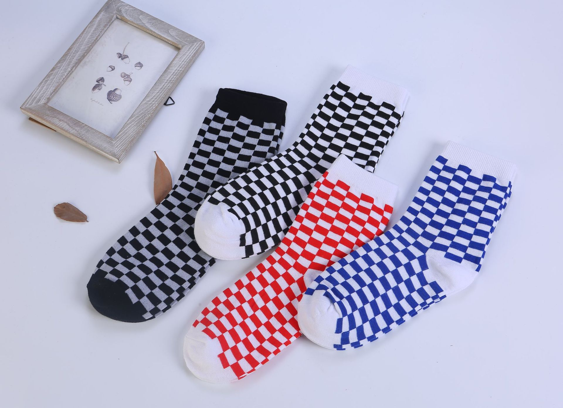 New Korea Harajuku street black and white grid checkerboard tube cotton socks men and women in the tube tide socks