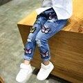 Europea cruz del agujero rasgado pantalones de dibujos animados pantalones de mariposa linda chica denim jeans, azul belleza moda agujeros vaqueros