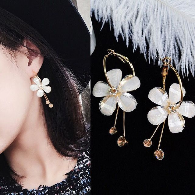8c6bc8a781641d 2018 New Korean 6 Petal Acrylic Zircon Tassel Earrings Brincos  OorbellenTransparent Earrings Wholesale Women's Earrings