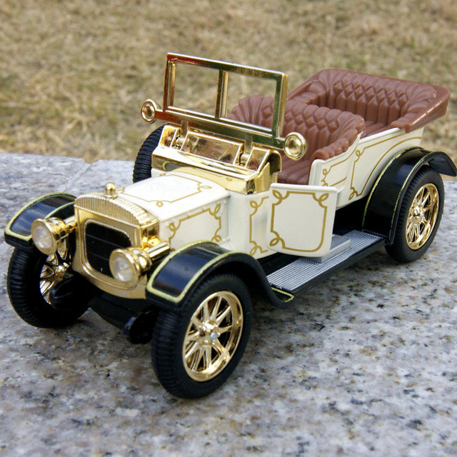 Candice guo alloy car model Chevrolet nobility roadster Vintage vehicle plastic motor acousto-optic pull back birthday gift toy