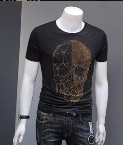 Image 5 - Yaz üst erkek kafatasları Rhinestones T gömlek Modal pamuk O boyun kısa kollu ince Tee gömlek