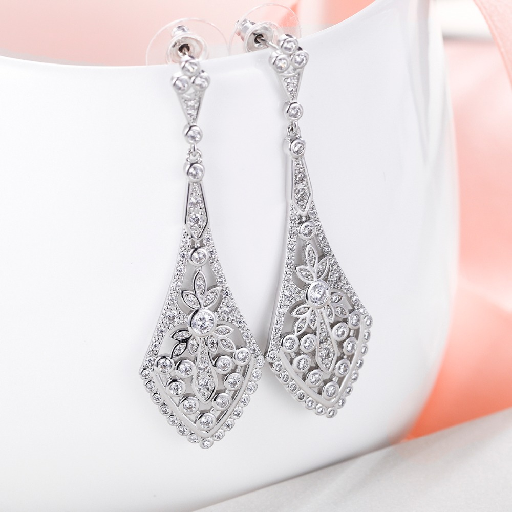 Bella Fashion Rhombus Leaf Bridal Earrings Art Deco Austrian Crystal Rhinestone Dangle Wedding Earrings For Party Jewelry Gift pair of chic rhombus faux crystal earrings for women