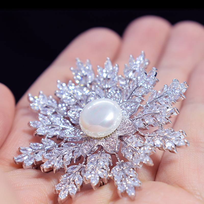 Clear Cubic Zirconia Snowflake Brooches Charms Zircon Breastpin Accessries Women Jewelry Gifts Simulated Pearl Brooch Pins New цена