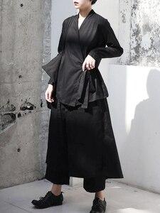 Image 4 - [EAM] 2020 חדש אביב סתיו V צווארון ארוך שרוול שחור רופף קצר מותניים תחבושת חולצה נשים חולצה אופנה גאות JI096