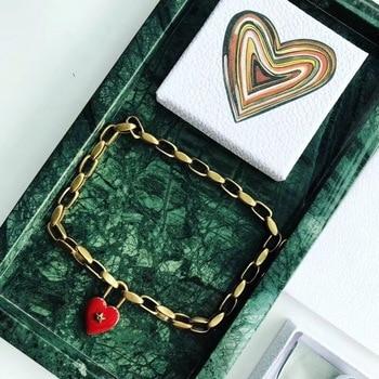 e6a3f328c18b Vendimia marca famosa joyería de moda para las mujeres oro gruesa cadena  rojo Neckalce corazón amor estrella collar Lock bronce estrella gargantilla