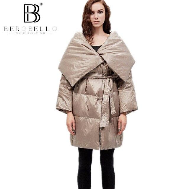 Berobello Европейский Мода 2017 Зима Для женщин Пуховое пальто, куртка большой отложным воротником длинная парка регулируемый пояс плюс Размеры Y15098