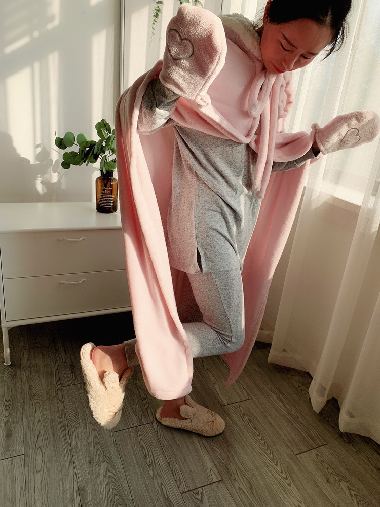 Cute Pink Comfy Blanket Sweatshirt Winter Warm Adults and Children Rabbit Ear Hooded Fleece Blanket Sleepwear Huge Bed Blankets 135