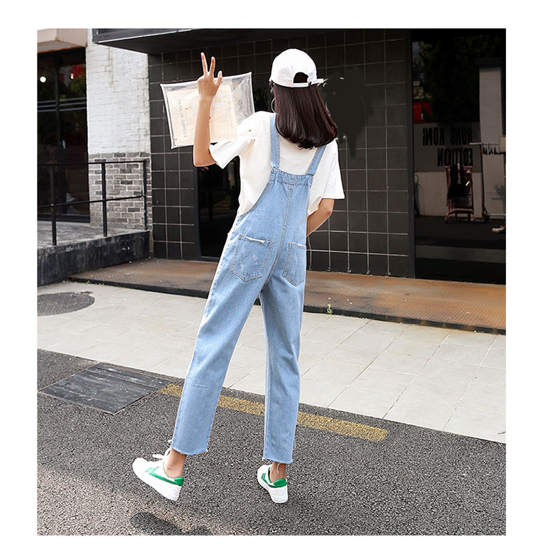 Stylish suspender jeans. College style, casual denim pants. (36)