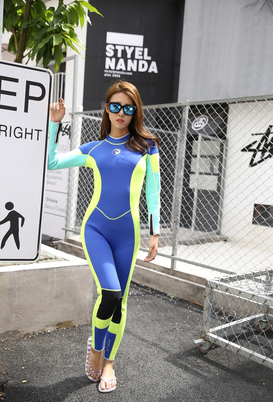 New arrival women's 3mm professional diving wetsuit long sleeve one piece Snorkeling Surfing wetsuit