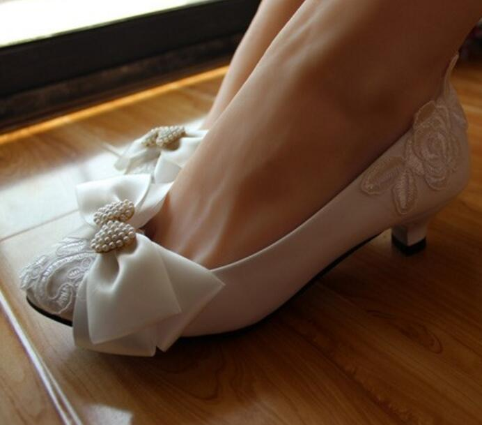 100% handmade sweet wedding shoes women small low heel lace white bridal shoe brides female party bow butterfly-knot shoes low heel 3cm heel ivory lace wedding shoes woman sweet pearls handmade pearls brides small heel wedding shoes lady party pumps