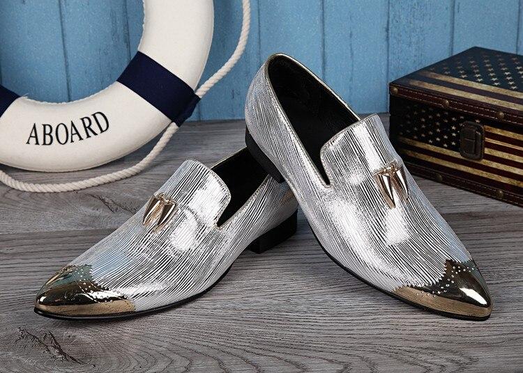 Ayakk.'ten Resmi Ayakkabılar'de 2018 İtalyan Ayakkabı Erkekler Deri Çivili Topuklu düğün elbisesi Ayakkabı Altın Gümüş Erkek Lüks Loafer'lar Glitter Brogue ayakkabı İtalya'da  Grup 3
