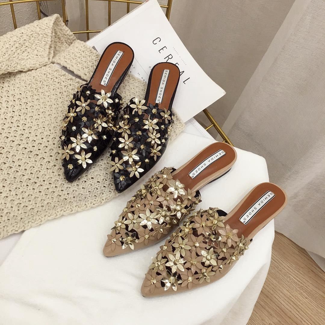 Women Slipper Shoes Half Slippers Mules Flats Shoes 2019 New Female Casual Ponited Flats Loafers Rivet Flower Mules Flat