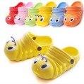 Nuevos niños de la historieta encantadora familia de goma zapatilla niños oruga zapatos frescos del verano forma para los bebés y niños calzado