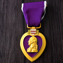35*45 Mm US Army Purple Heart Medali Order Pin Marinir AS Angkatan Udara Angkatan Laut Penjaga Pantai Lencana Kerah topi Bros Dekorasi(China)