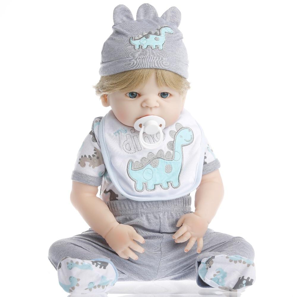 SanyDoll 22 pouce 55 cm Silicone reborn poupées, poupée réaliste reborn Mignon dinosaure motif Salive serviette garçon blond