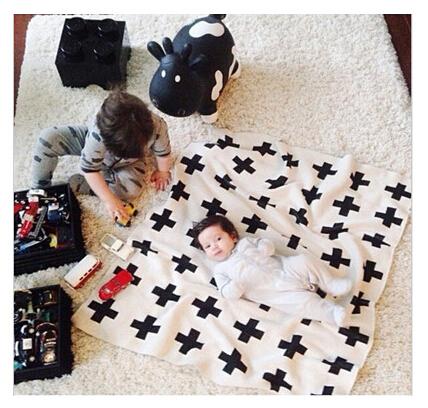Ancho de Punto Bebé ropa de Cama de Colcha Swaddle Manta Negro Blanco Conejo Cruz Maillot Juego Set de Esterillas Mantas Toalla de Baño Del Niño 130*110 cm