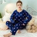 Nueva 2017 Otoño Invierno Para Mujer Pijama O-cuello de Manga Larga de Las Mujeres de Coral ropa de Dormir Pijamas Niñas Femme Mujer Pijama Más El Tamaño
