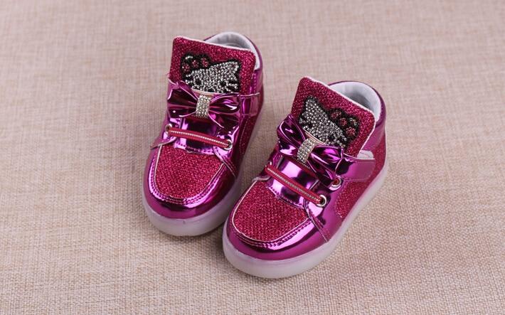 b1414ef9e42 Niños Casuals Zapatos Hello Kitty rhinestone bebé Sneaker Niñas Niños  deportes botas niños luz LED tenis luminous niños entrenadores en  Zapatillas de ...
