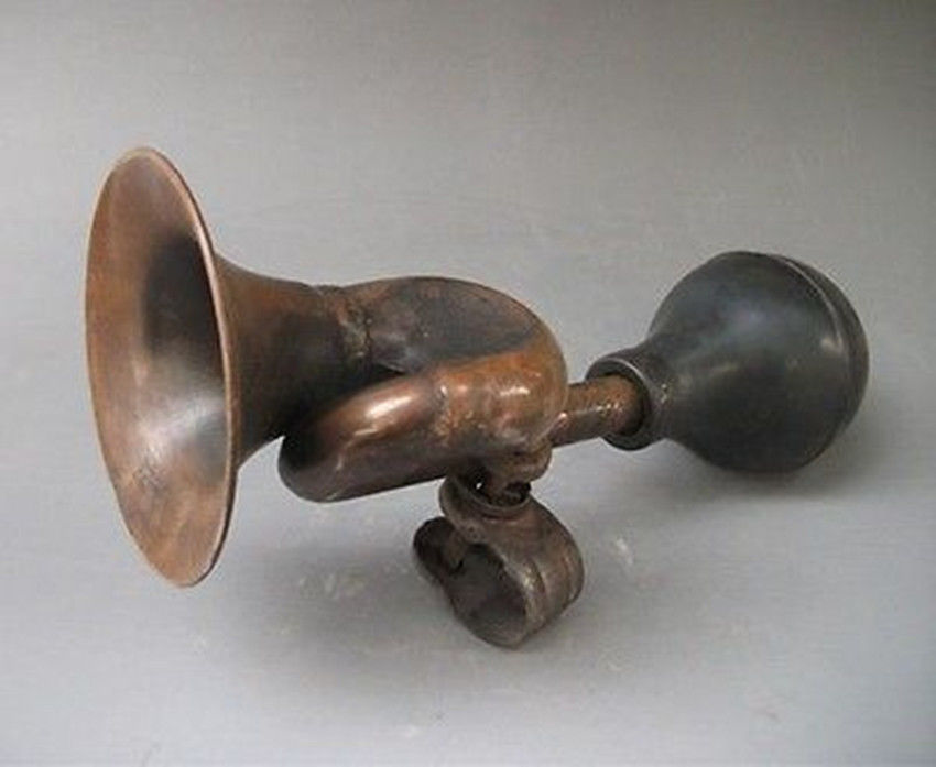 Antique Tricycle Horn : Useful chinese old bronze collectable handwork bike horn