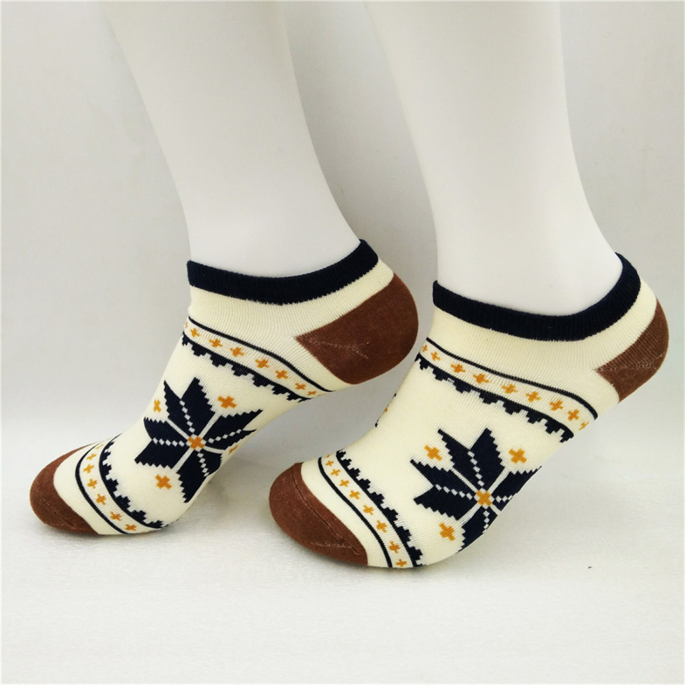 Men Combed Cotton Ankle Socks Maple Leaf Pattern Striped Mouth Creative Funny Socks Summer Autumn High Quality Male
