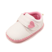 ФОТО delebao fashion pu material baby shoes suede newborn love hear & pentagram design hand-stitched leather infant shoes wholesale