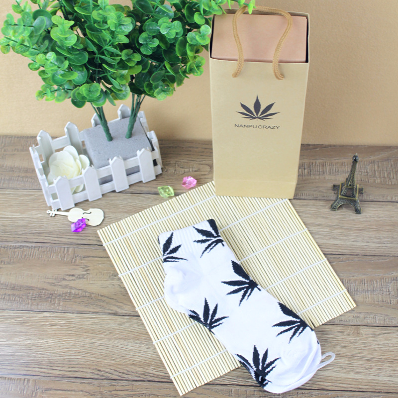 New fashion leaves leaf socks men and women with maple personalized hip hop skateboard