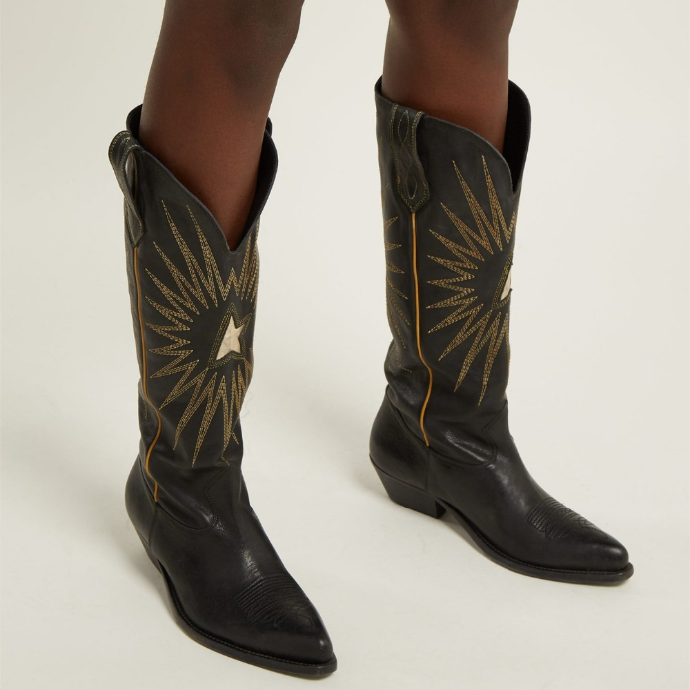 Новые вышивки ковбойские ботинки модные с острым носком Дамы квадратный носок осенние ботинки Для женщин сапоги до колена Обувь на среднем