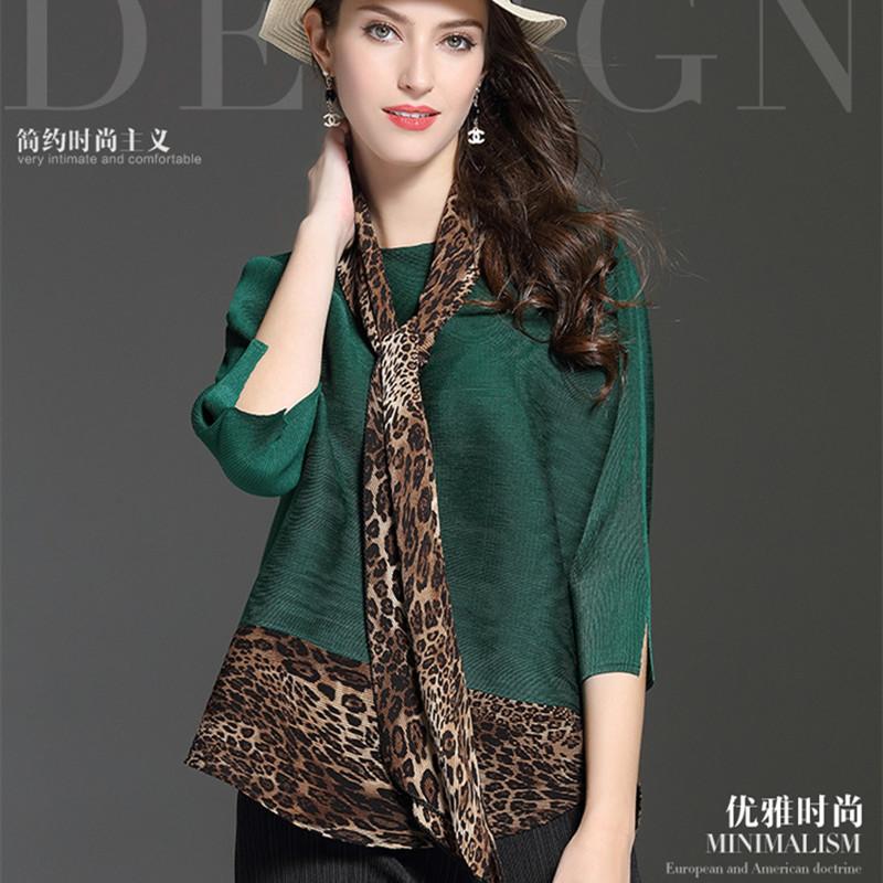 Spring New 2019 women's large size pleated loose T shirt Three Quarter Sleeve Round Neck Leopard Stitching Tees Green Blue Tops