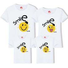 Fotografi Tembak Wajah Tersenyum Keluarga Pencocokan T Shirt untuk Ibu dan Putrinya Ayah dan Anak Kakak Adik Camisetas Familia
