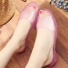 New Summer Fashion Transparent Crystal Peep Toe Low Heels Hollow Out Women Beach Slippers Closed Toe Lady Beach Shoes 190527(China)