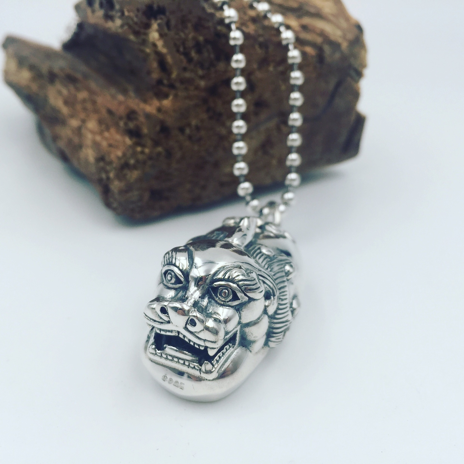 Direct manufacturers S925 silver silver ruishou Pixiu evil small ornaments silver pendant hanging pendant sweater chain genuine s925 sterling silver pendant silver abacus activities auspicious clouds sweater chain pendant factory direct