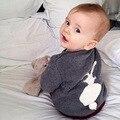 Nuevo diseño moda niños y niñas otoño invierno ropa bebé de algodón por encargo del patrón del conejo del suéter caliente envío gratuito