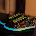Envío Gratis Nueva Absorbiendo Adultos Zapatos Ligeros Ocasionales Hombres de La Moda luminoso Lienzo Zapatos Planos de Gran Tamaño se Iluminan En la Oscuridad 55