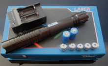 high powered military 450nm 200w 200000mw focusable blue laser pointers burning match/dry wood/black/burn cigarettes+5 caps+box high quality special offer 200watt 200000mw 450nm blue laser pointers burning match candle black burn cigarettes 5 caps box