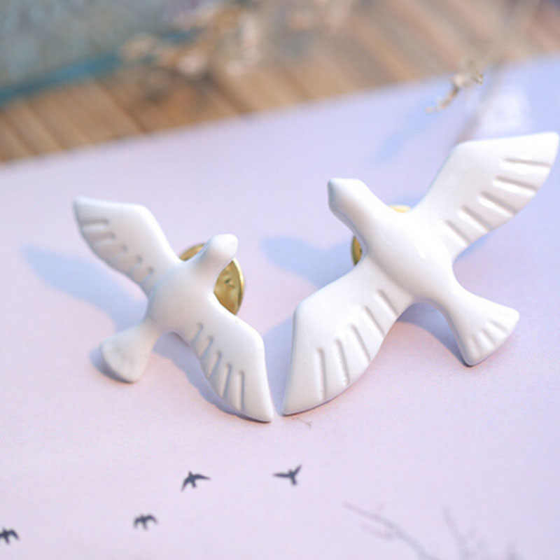 Hot 1PC Women Lady Girls fashion jewelry hot retro simple white pigeon brooch animal collar male and female jewelry
