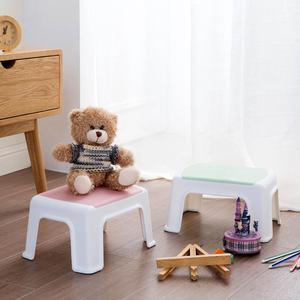 Image 2 - 3 色 4 脚キッズ厚みプラスチック小さなスツールリビングルーム大人変更靴ベンチ浴室の子低ベンチ赤ちゃん学習スツール