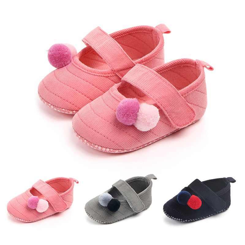 Милая обувь для маленьких девочек с помпонами; замшевые кожаные мокасины для новорожденных; обувь для кроватки с мягкой подошвой Mary Jane