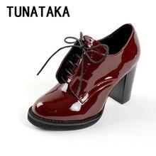 สบายๆลูกไม้ขึ้นหนารองเท้าส้นสูงแฟชั่นหนังสิทธิบัตรผู้หญิงปั๊มส้นสีแดงขนาดบวก