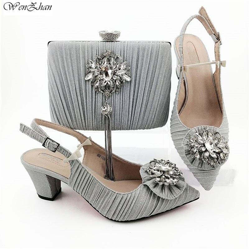 Ayakk.'ten Kadın Pompaları'de Italyan moda ayakkabılar Eşleşen Çanta Ile Iyi Görünümlü Gümüş Düğün Kadın ayakkabı ve çanta Seti için parti 38 43 WENZHAN B95 22'da  Grup 1