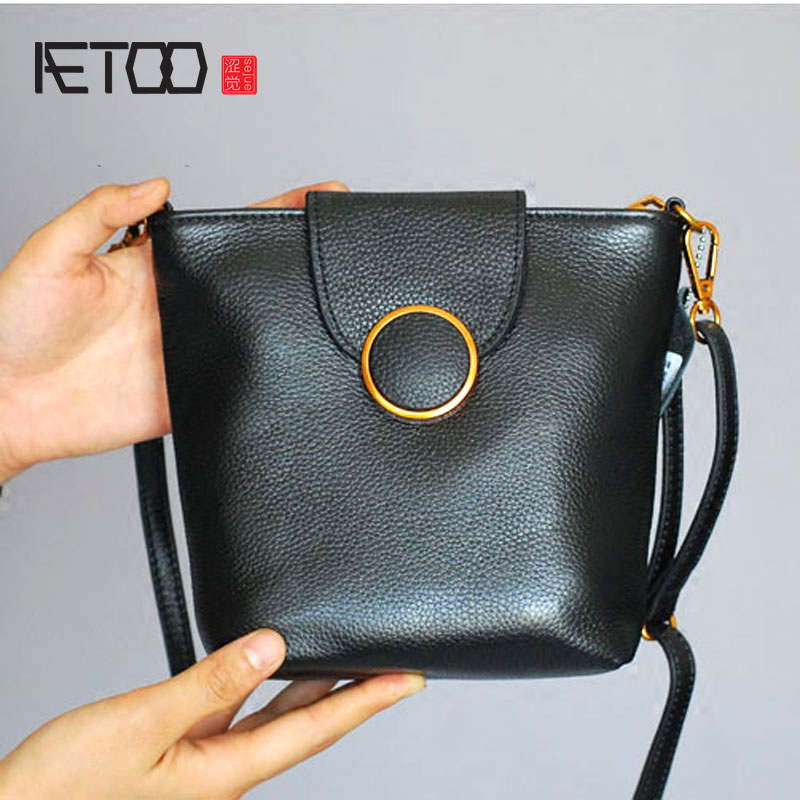 AETOO Water bucket bag 2017 new Korean version of the summer complex ancient mini female simple simple shoulder leather aetoo first layer of leather shoulder bag female bag korean version of the school wind simple wild casual elephant pattern durab