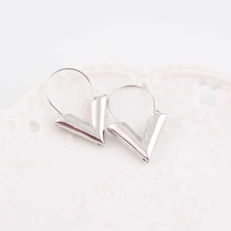 2018ノベルティファッションイヤリングbrincos oorbellenシンプルな金属手紙v字型のための女性のギフト卸売