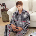 Nuevos Hombres pijamas de Franela estilo de la moda Clásica Coral cachemir raya Casa ropa casual traje de Dos piezas al por mayor