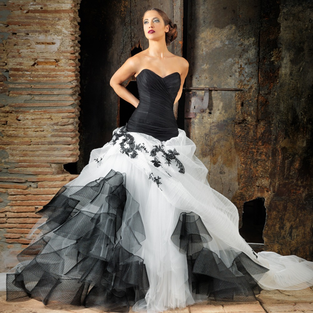 Black Wedding Gowns: Sleeveless Sweetheart Long Train Ball Gown Lace White And
