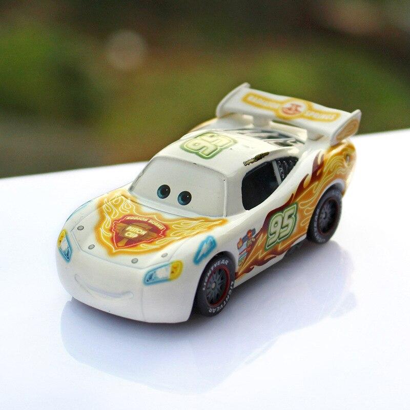 Disney Pixar Cars 2 Relampago Mcqueen No 95 Branco Colorido