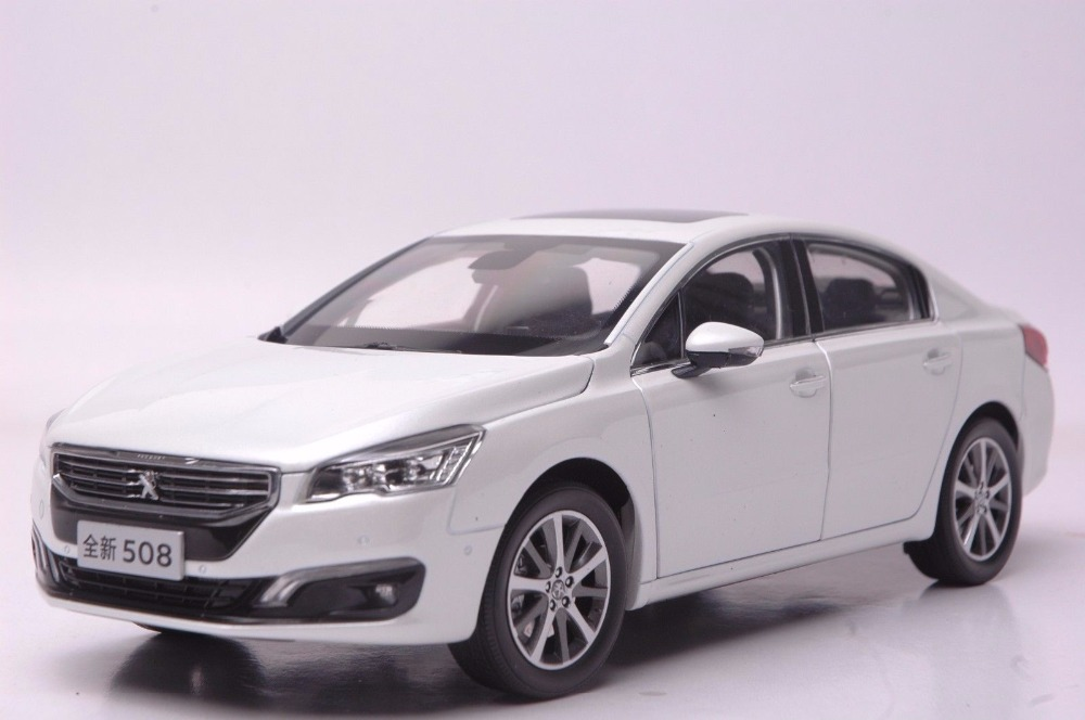 1:18 Diecast Model for Peugeot 508 2015 White Sedan Alloy Toy Car Miniature Collection Gift 2015 new odyssey mpv origin 1 18 car model alloy fifth generation pearl white business car toy collection discast gift