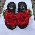 Летом Стиль Красная Роза Цветок Сандалии женская Обувь Дешевые Туфли На Высоком Каблуке Клинья Купить Платформа Вьетнамки Тапочки Горячей Продажи онлайн