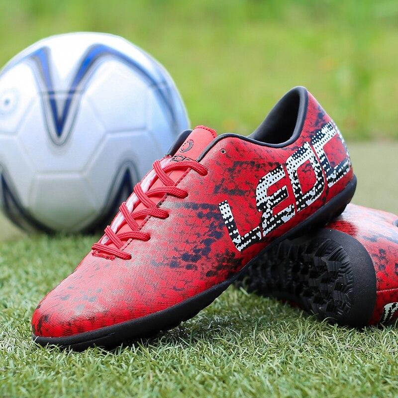 Homens Sapatos de Futebol TF Turf Futebol Botas Chuteiras Interior Futsal  Quadra Dura Trainer Chuteira Futsal Sapatos Flexíveis Calçados Esportivos  em ... c8742a33f084f